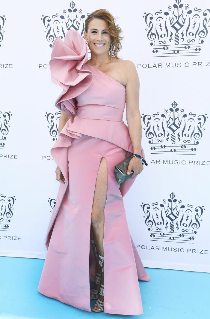 Jil Johnson i en rosa klänning från Lars Wallin på Polarpriset
