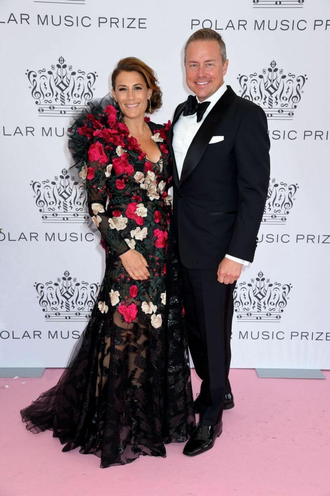 Jill Johnson med Mattias Elg på rosa mattan på Polarpriset 2019