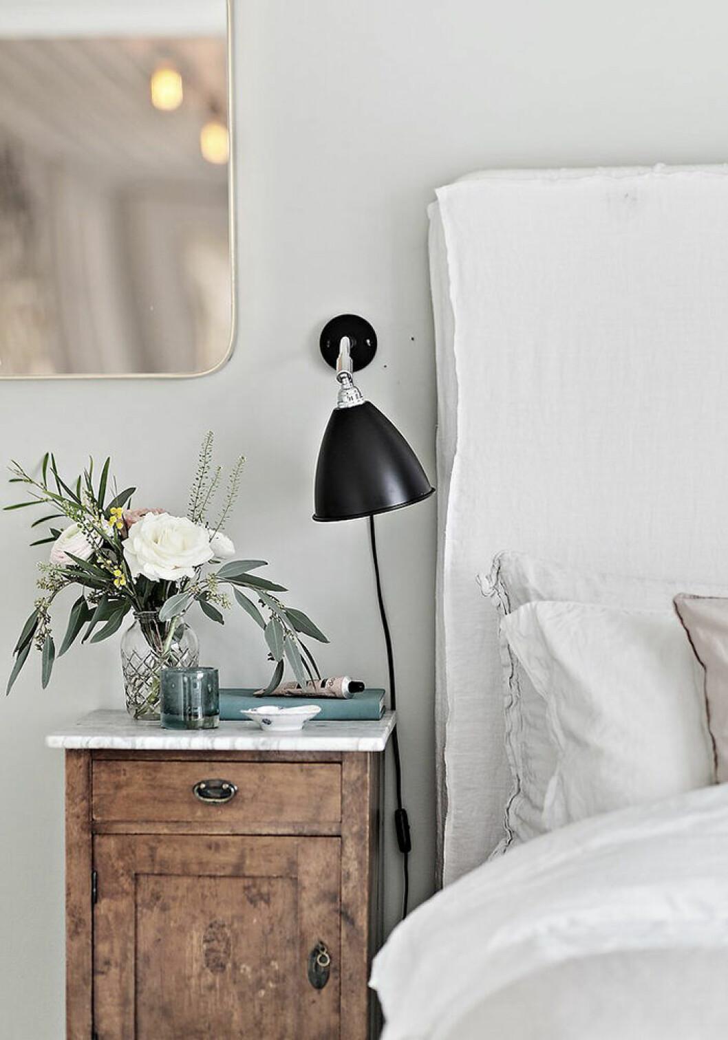 Detaljer i sovrummet hos Johanna Bradford