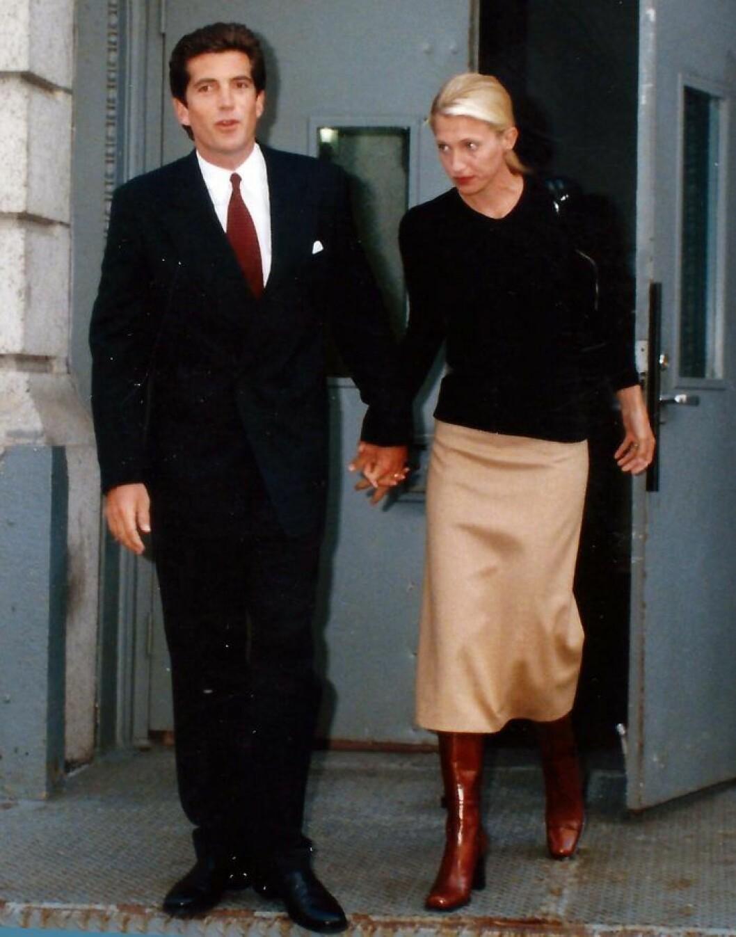 John och Carolyn lämnar bostaden i Tribeca 1996.