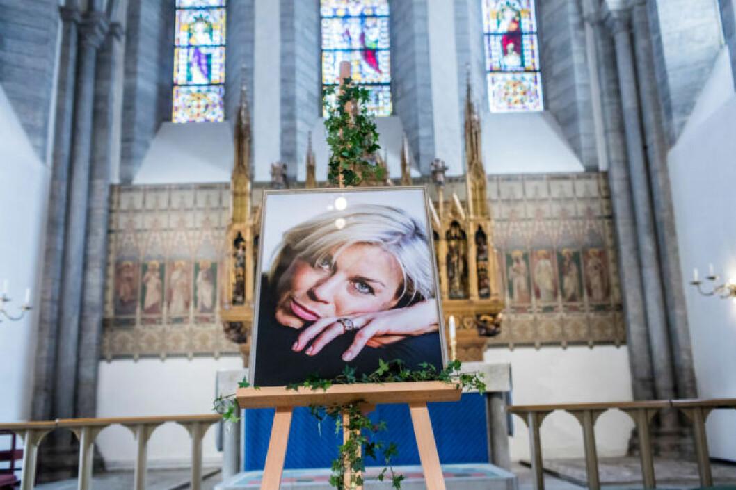 Begravning för Josefin Nilsson i Visby