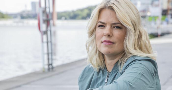 Josefine Frankner har flyttat med familjen, och går i terapi.