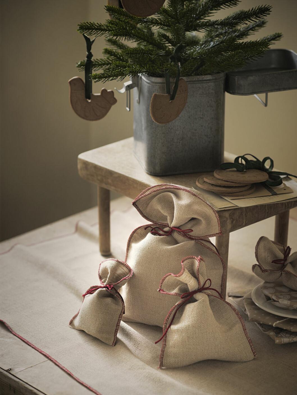 Julstämning på Ikea när julbutikerna öppnar