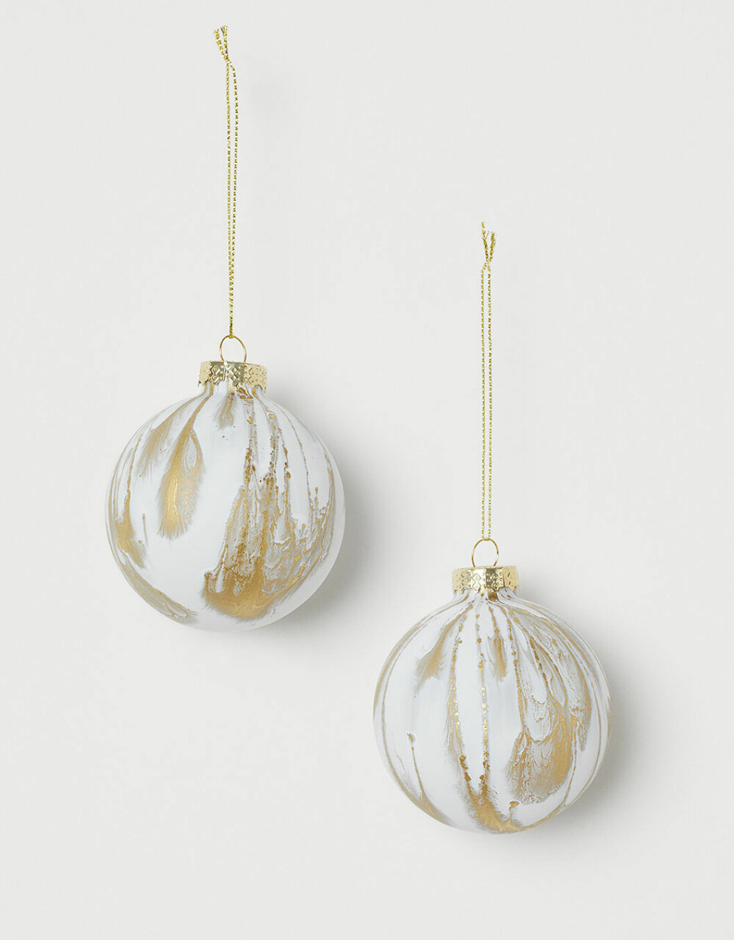 Julgransdekorationer i vitt och guld från H&M home julen 2019