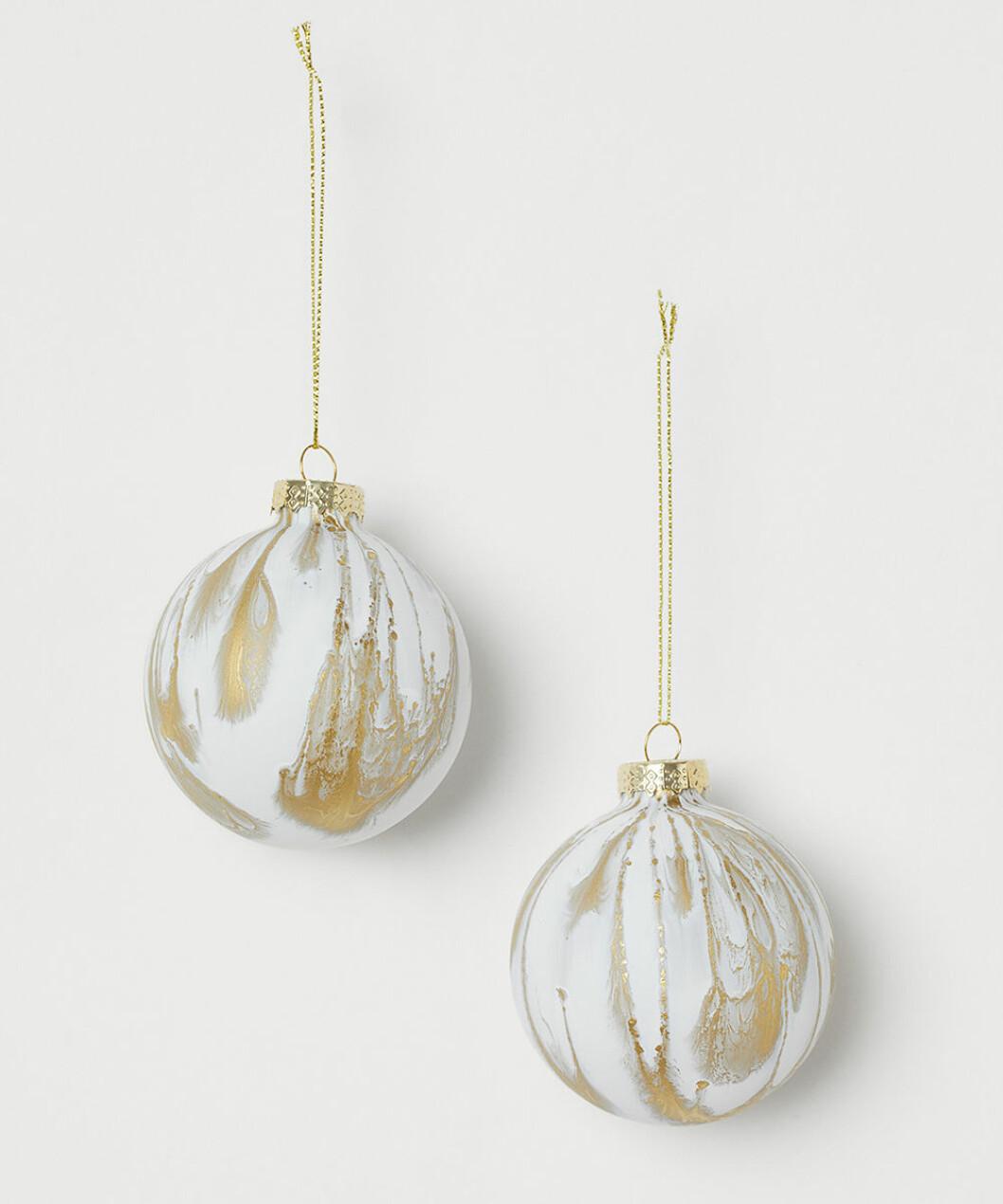 Julgranskulor i vitt och guld från H&M Home