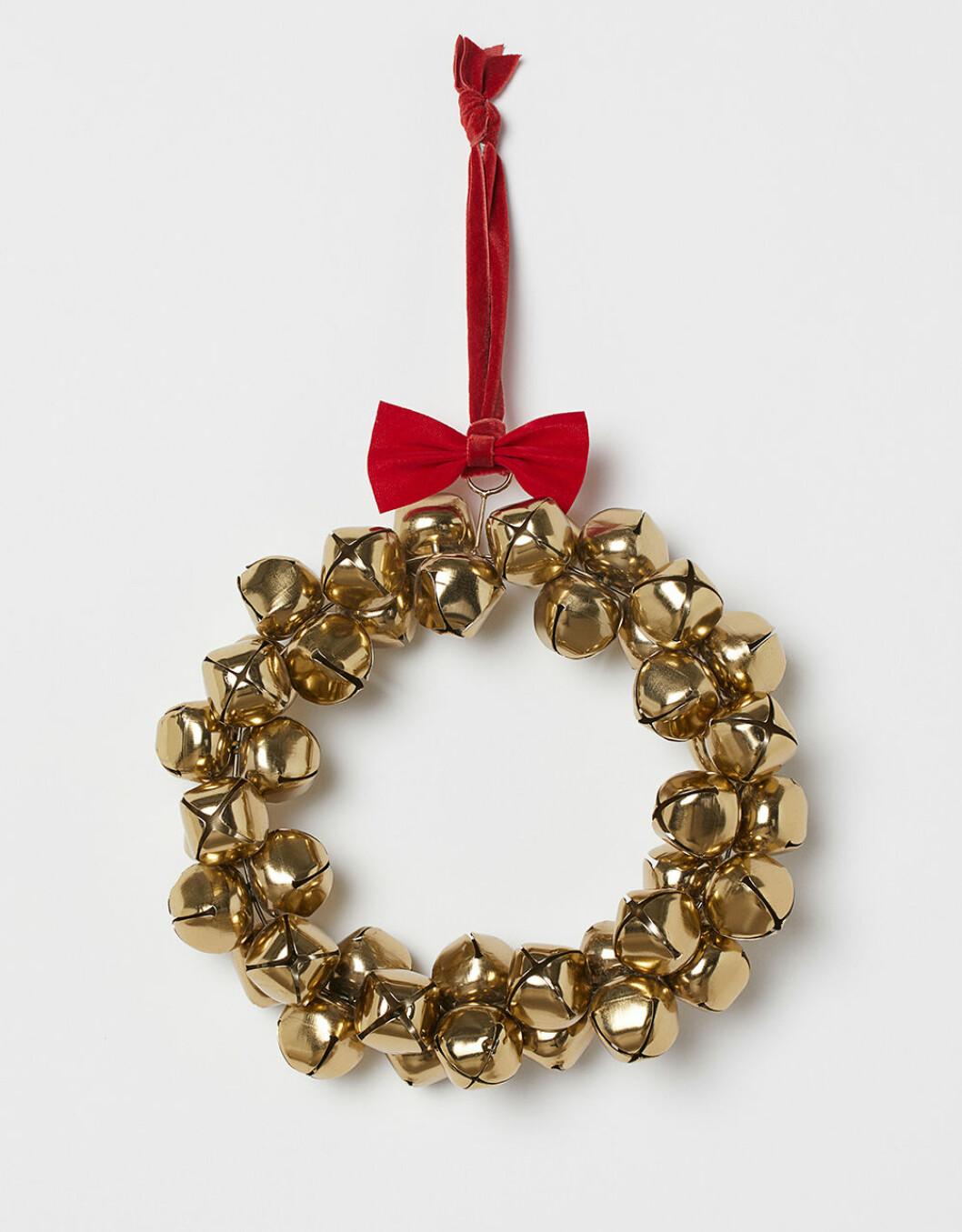 Julkrans med bjällror och snöre i sammet från H&M Home 2019