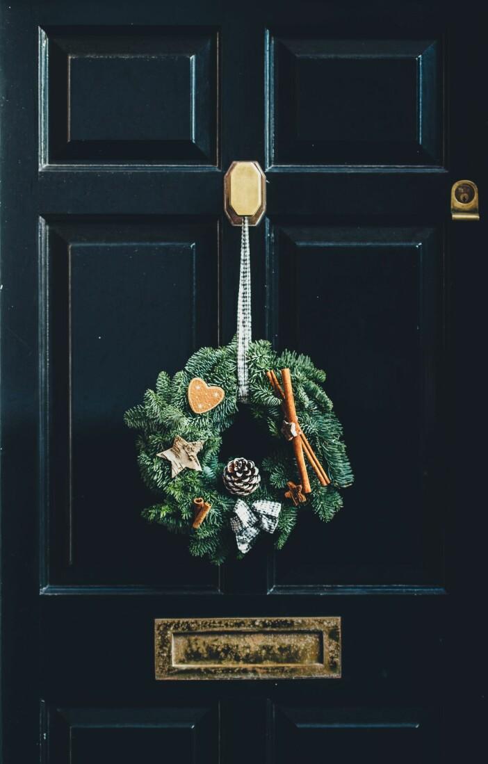 julkrans på dörren