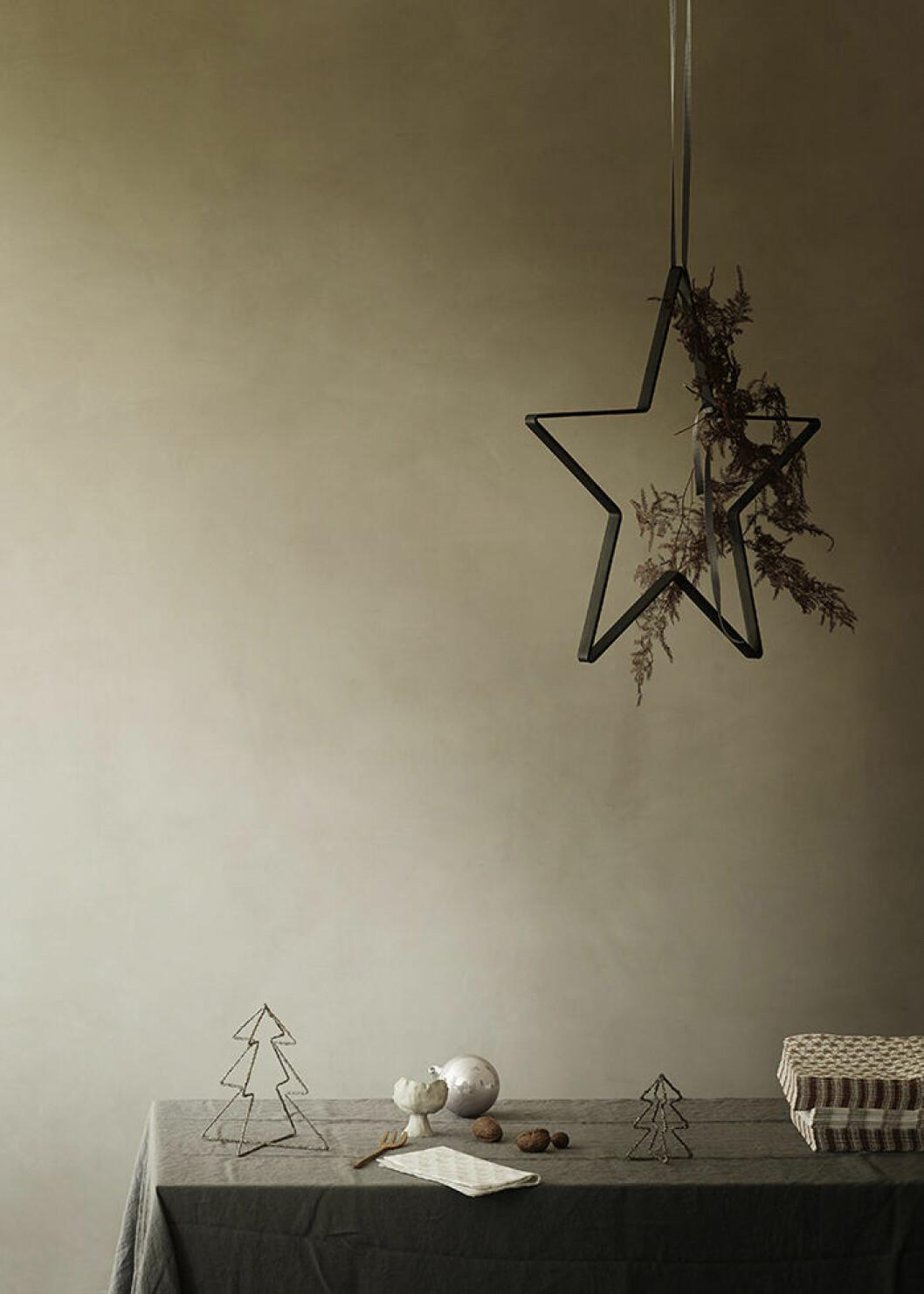 Minimalistisk design på julens dekorationer hos Tine K Home
