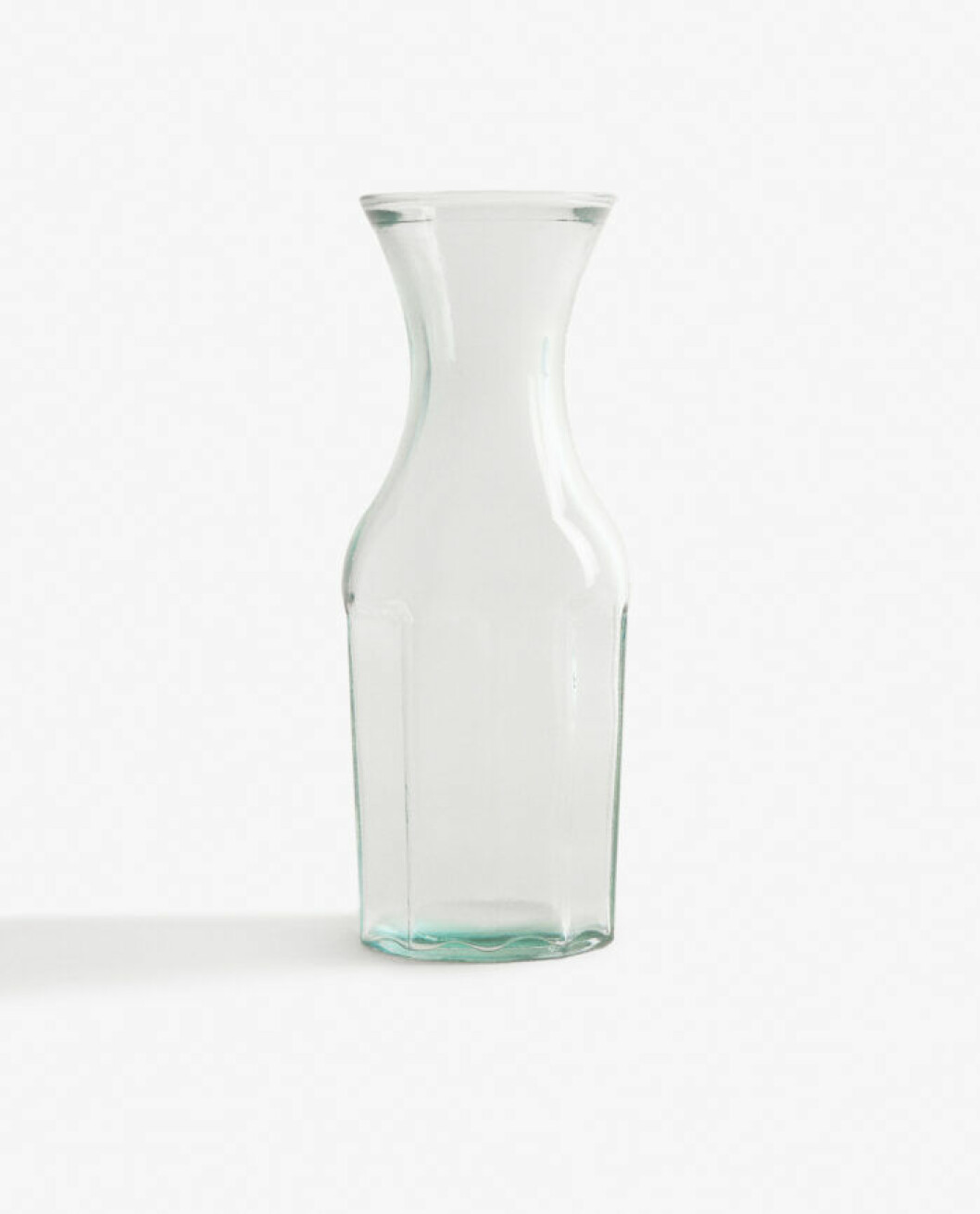 Karaff i återvunnet glas