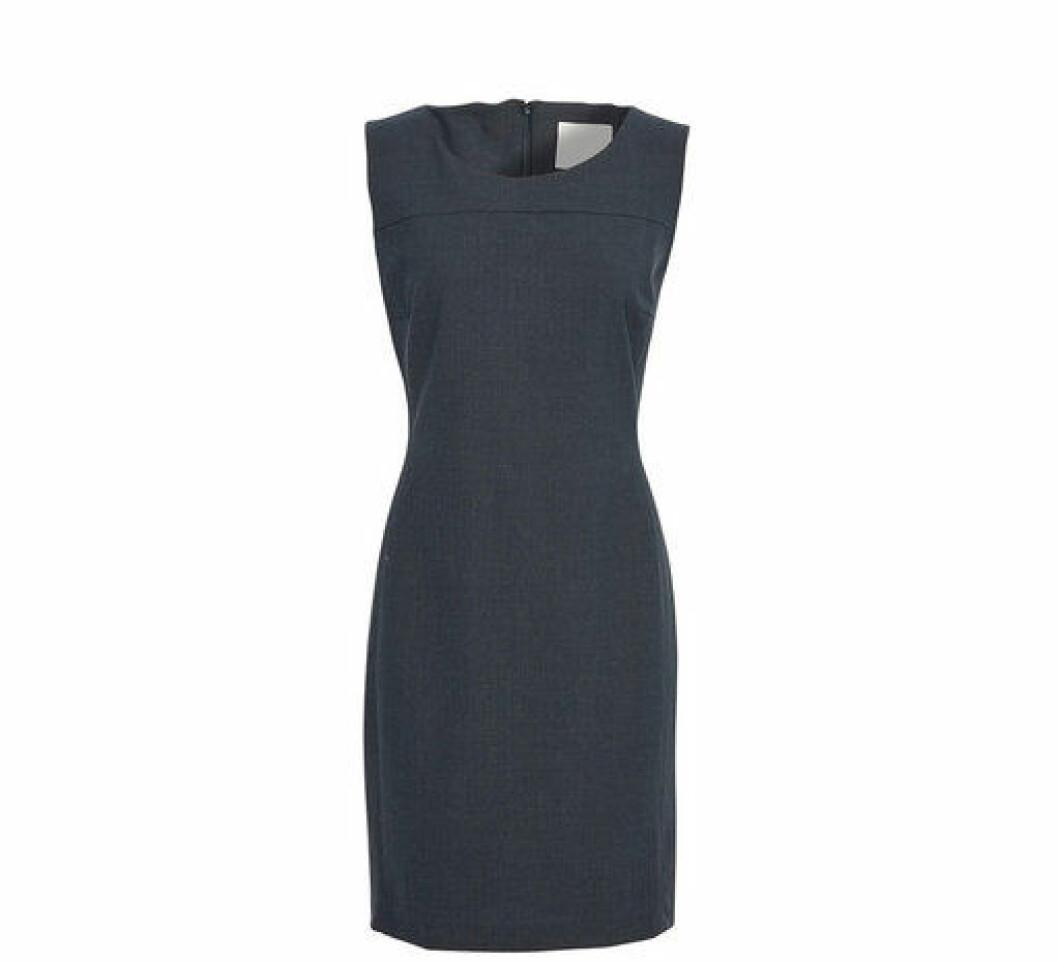 En bild på klänningen Karen by Simonsen – Sydney Suit Dress som finns att köpa på Åhléns.