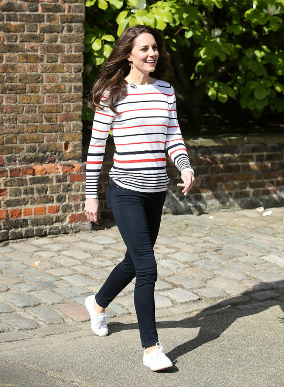 Kate Middleton i vita sneakers Cuperga Cotu Classic