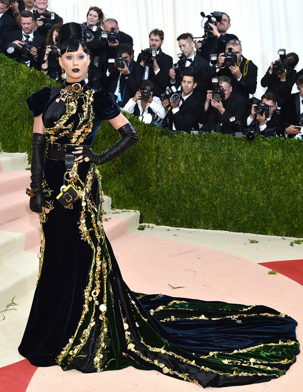 En bild på sångerskan Katy Perry på Met-galan 2016.