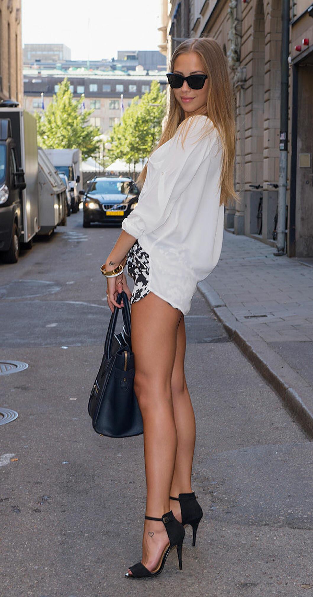 En bild på Kenza Zouiten under Mercedes-Benz Fashion Week i Stockholm 2013.