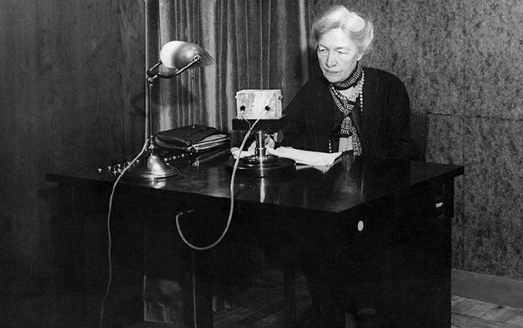 En bild på Kerstin Hesselgren, en av Sveriges första kvinnliga riksdagsledamöter.