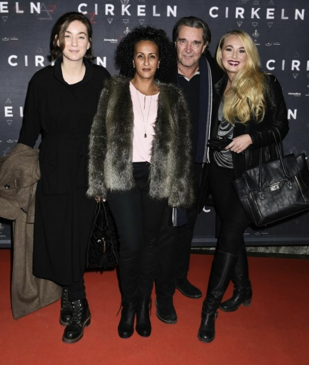 Kjell Bergqvist med fru Karin, döttrarna Nathalie och Sandra