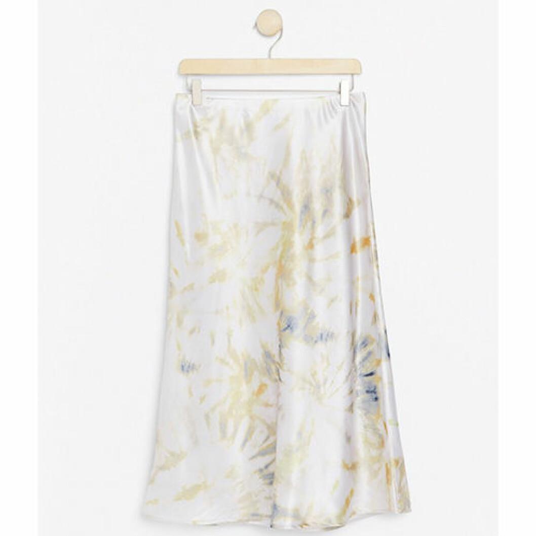 Vit kjol i mjuk kvalite och satin