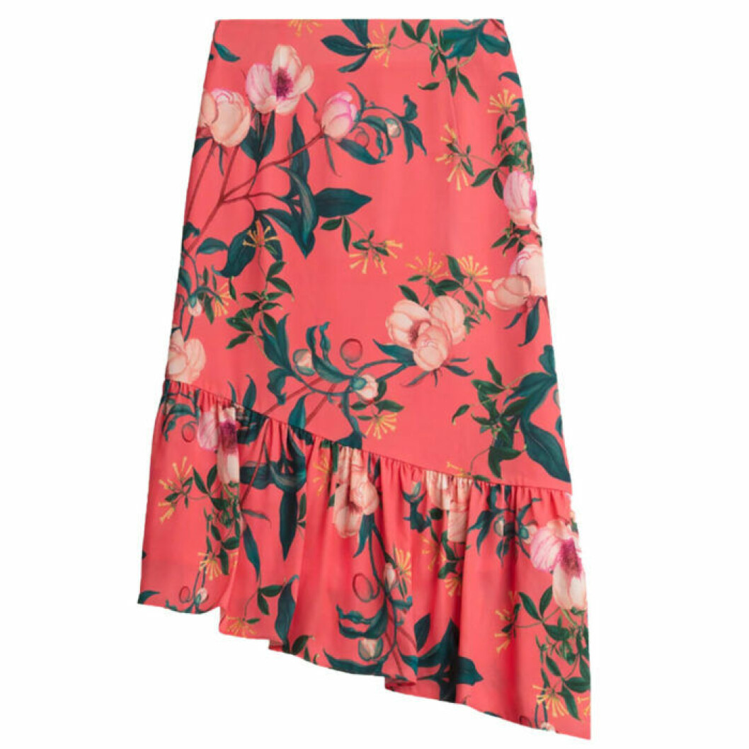 Snedskuren kjol med volang i slutet