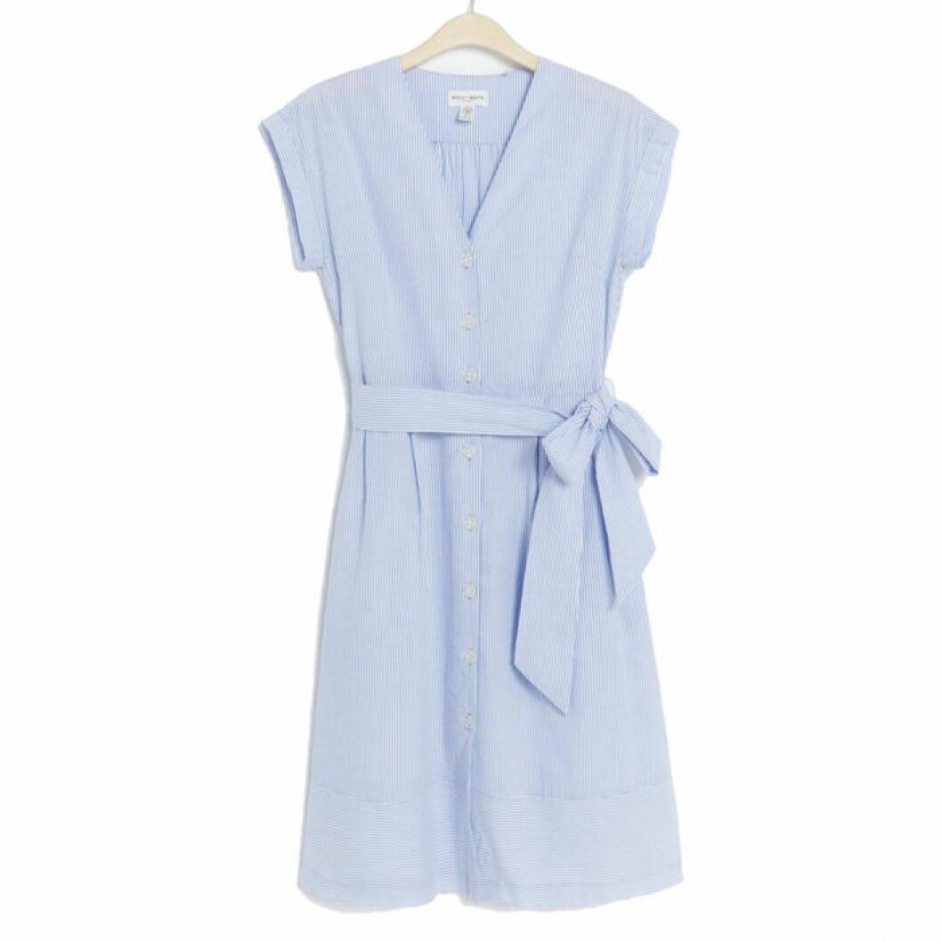 Blåvitrandig klänning