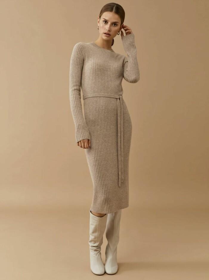 Ribbstickad klänning Soft Goat