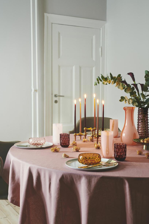 färgade ljus och rosa färgpalett till julen