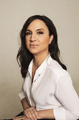 Komikern och programledaren Petra Mede debuterar som författare