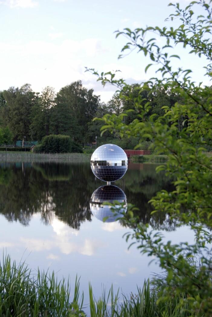 Konstverket Spegelbollen i Växjö
