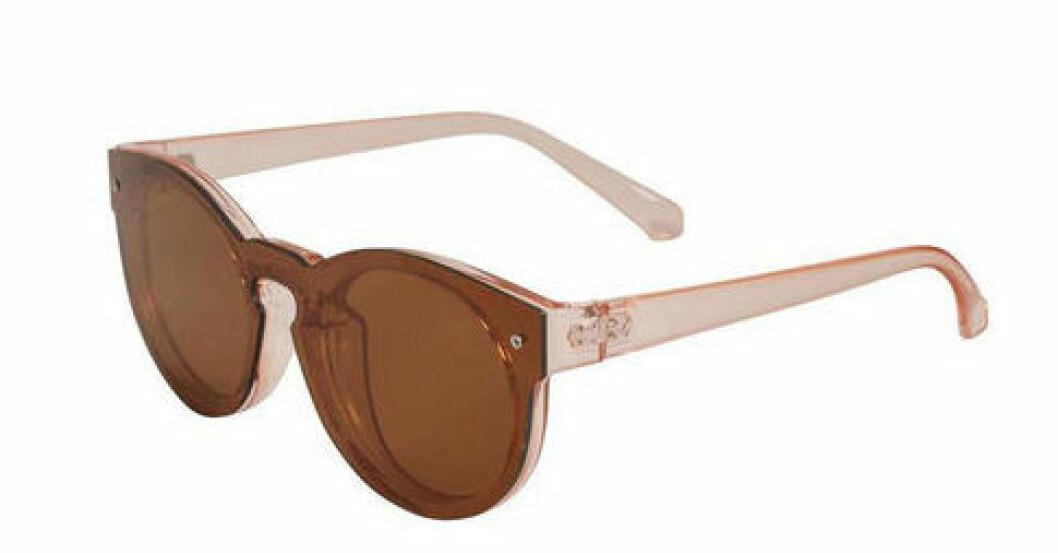 En bild på ett par solglasögon som heter Part Two – Pamilla.