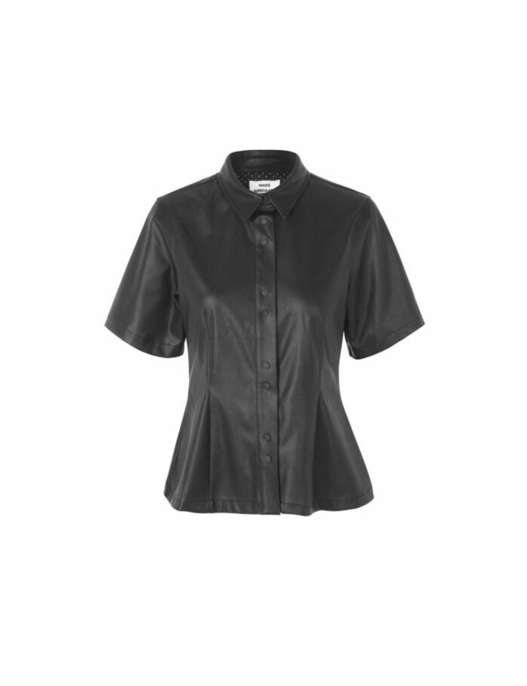 Skjorta i fuskskinn
