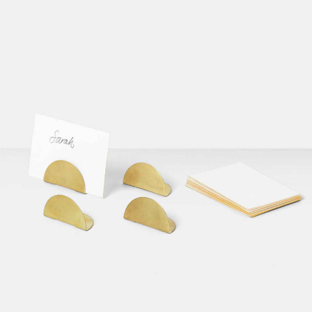 korthållare i mässing för bordsplacering från Ferm Living