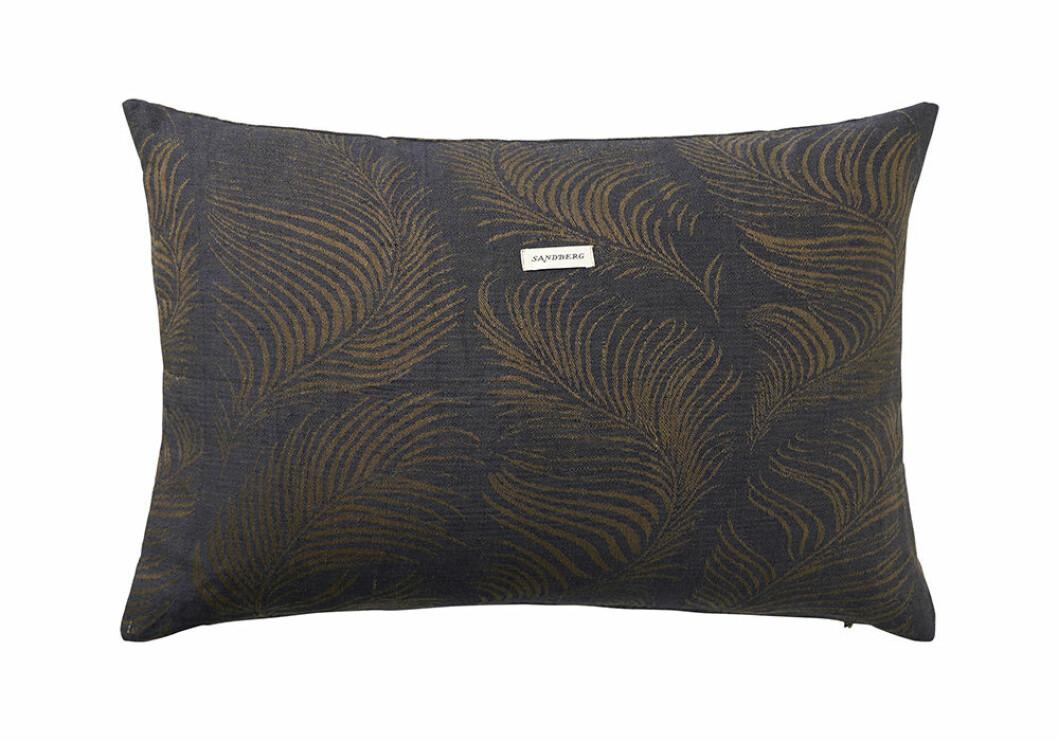 Kuddfodral i linne från Ellos Home och Sandberg Wallpaper