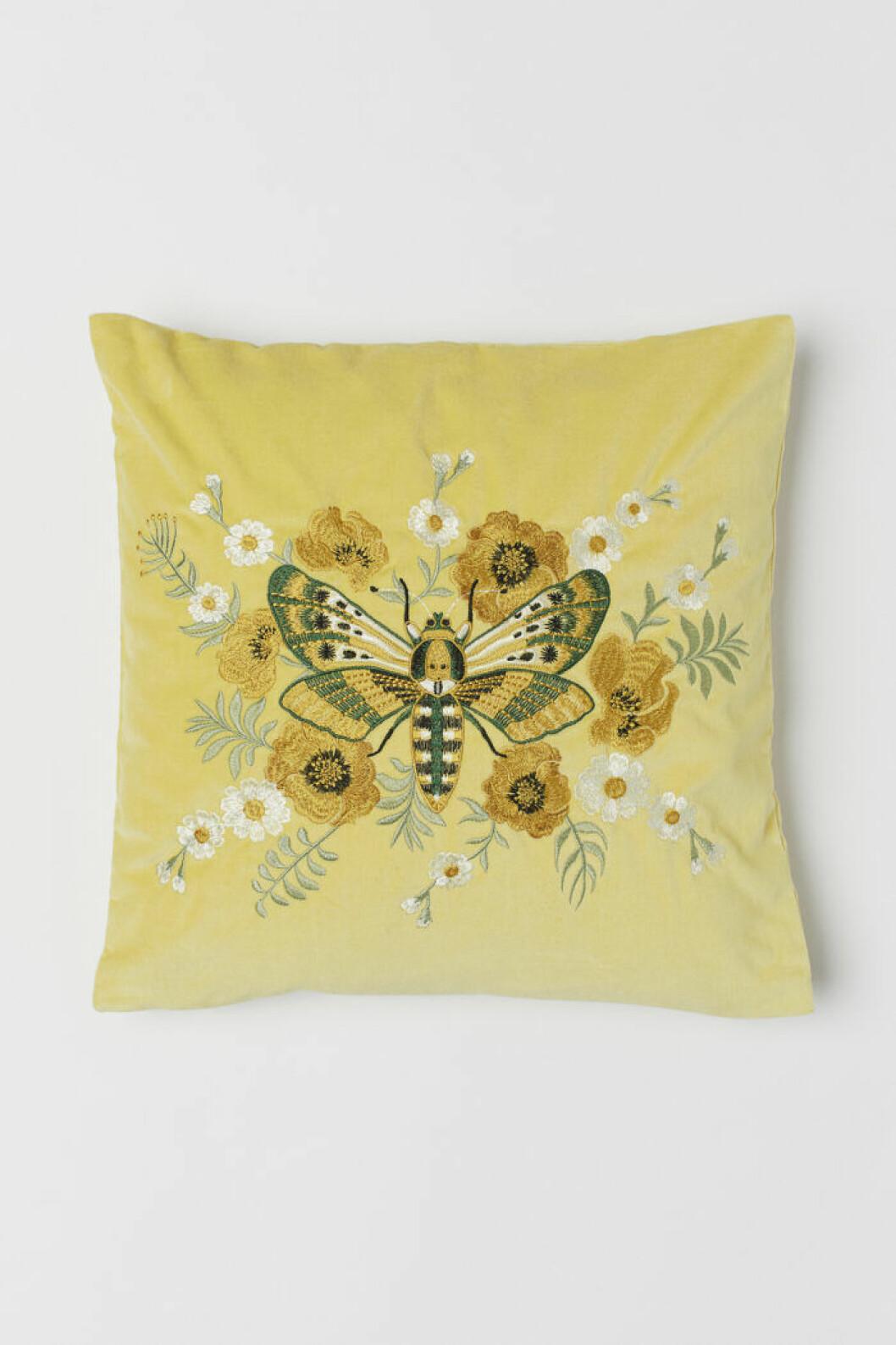 Gul kudde med fjäril från H&M home