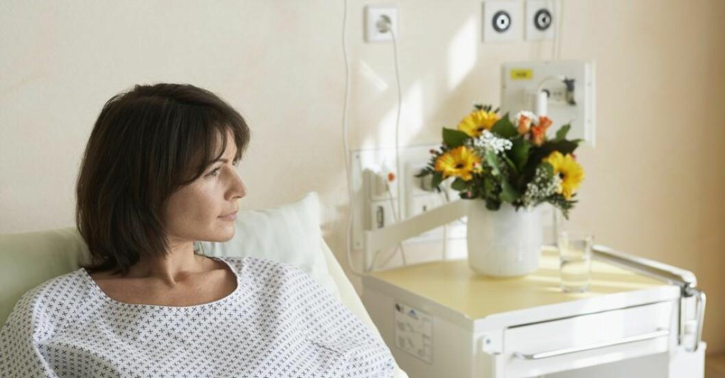 Kvinna-i-sjukhussang