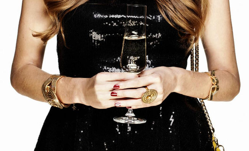 kvinna-med-champagneglas
