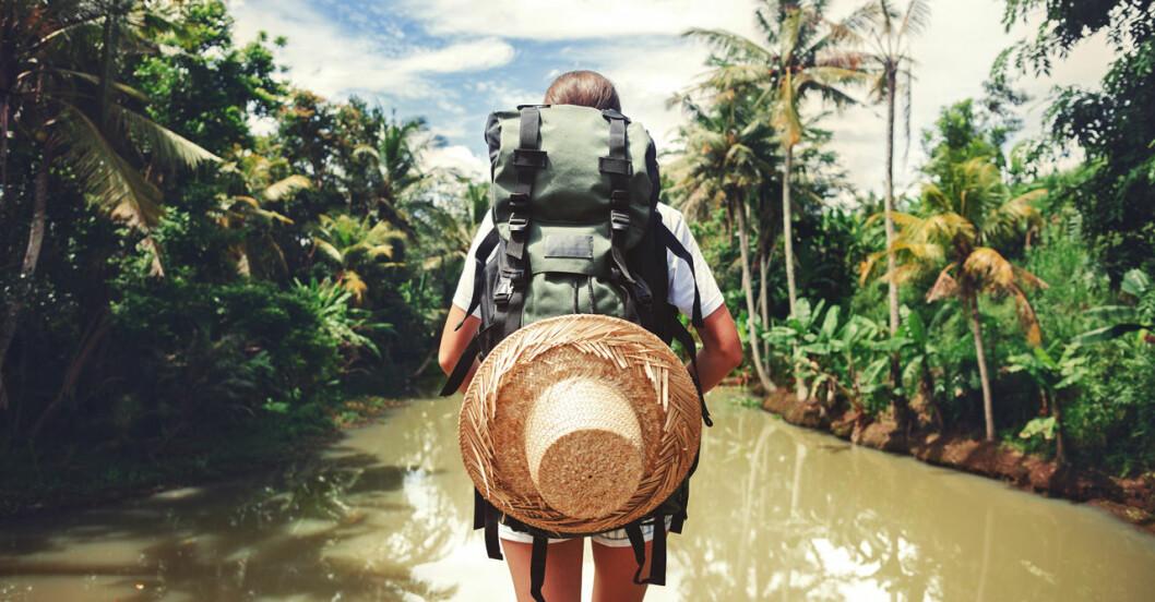 Kvinna som reser ensam