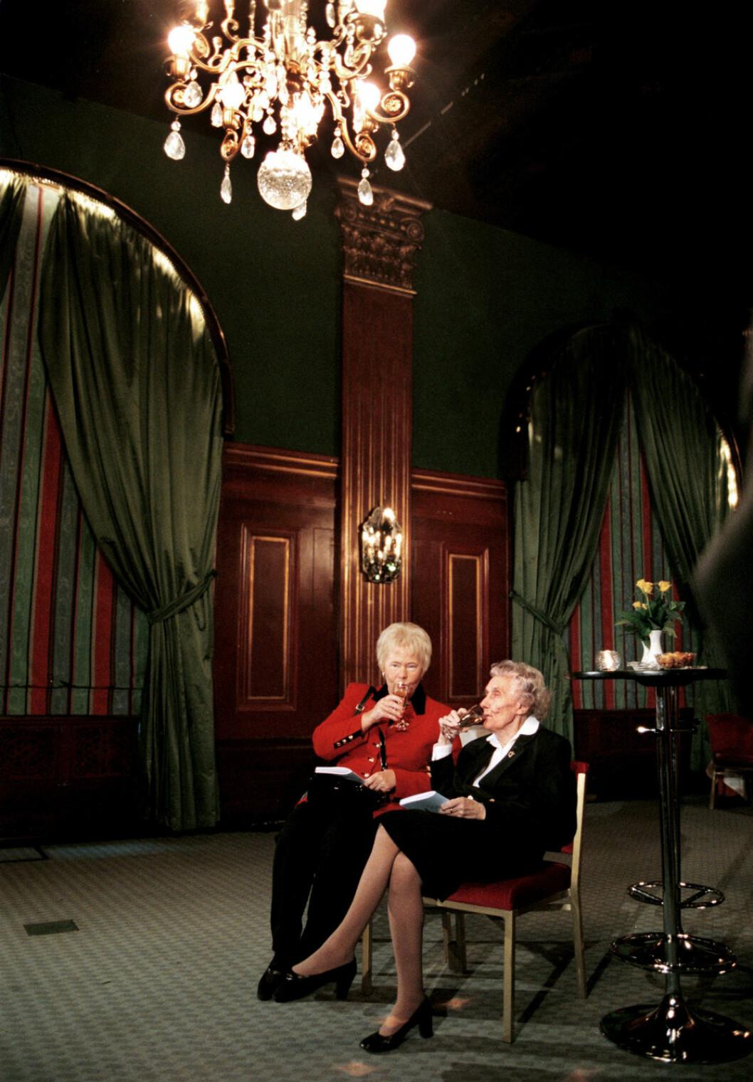 Kerstin Kvint och Astrid Lindgren väntar på Jeltsin 1991