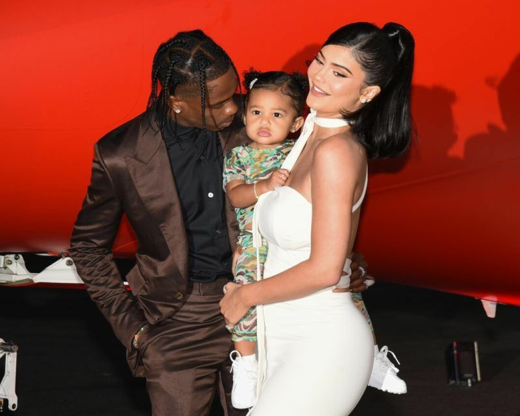 Kylie Jenner tillsammans med sin dotter