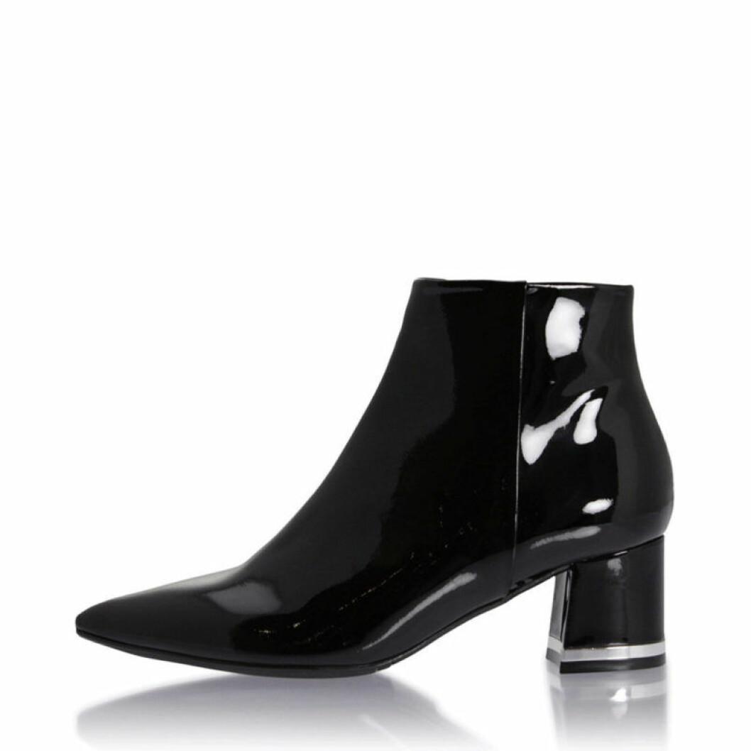 Lackade boots med klack