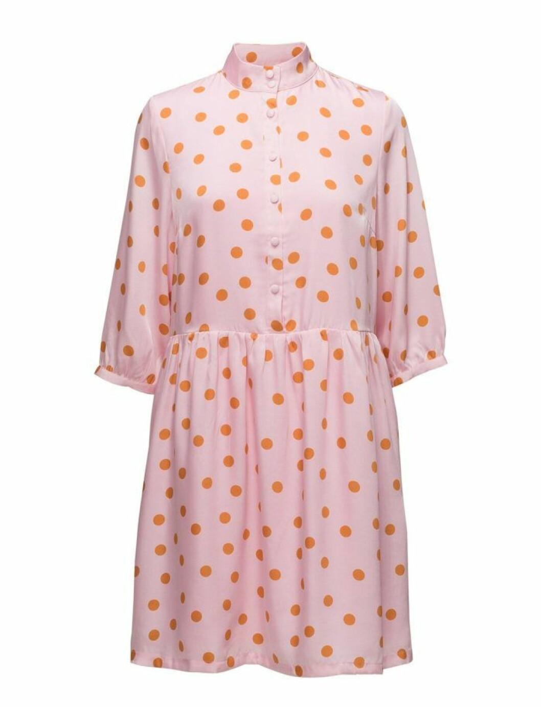 Prickig klänning från Gestuz
