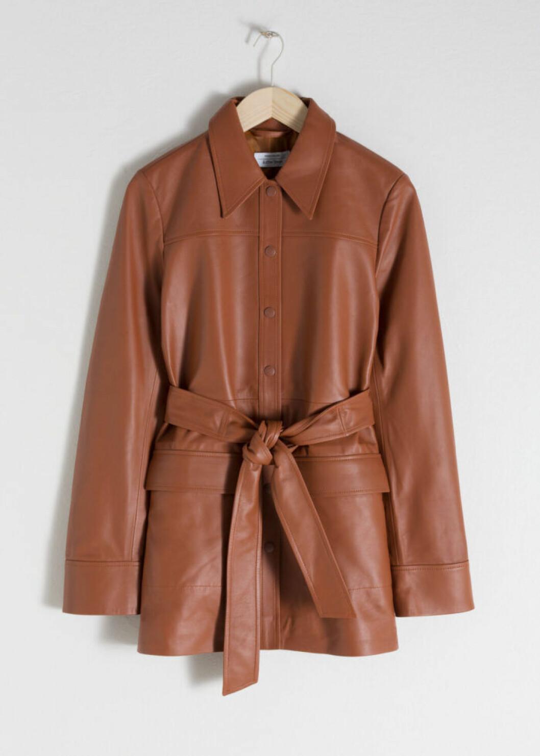 Brun läderjacka med skärp