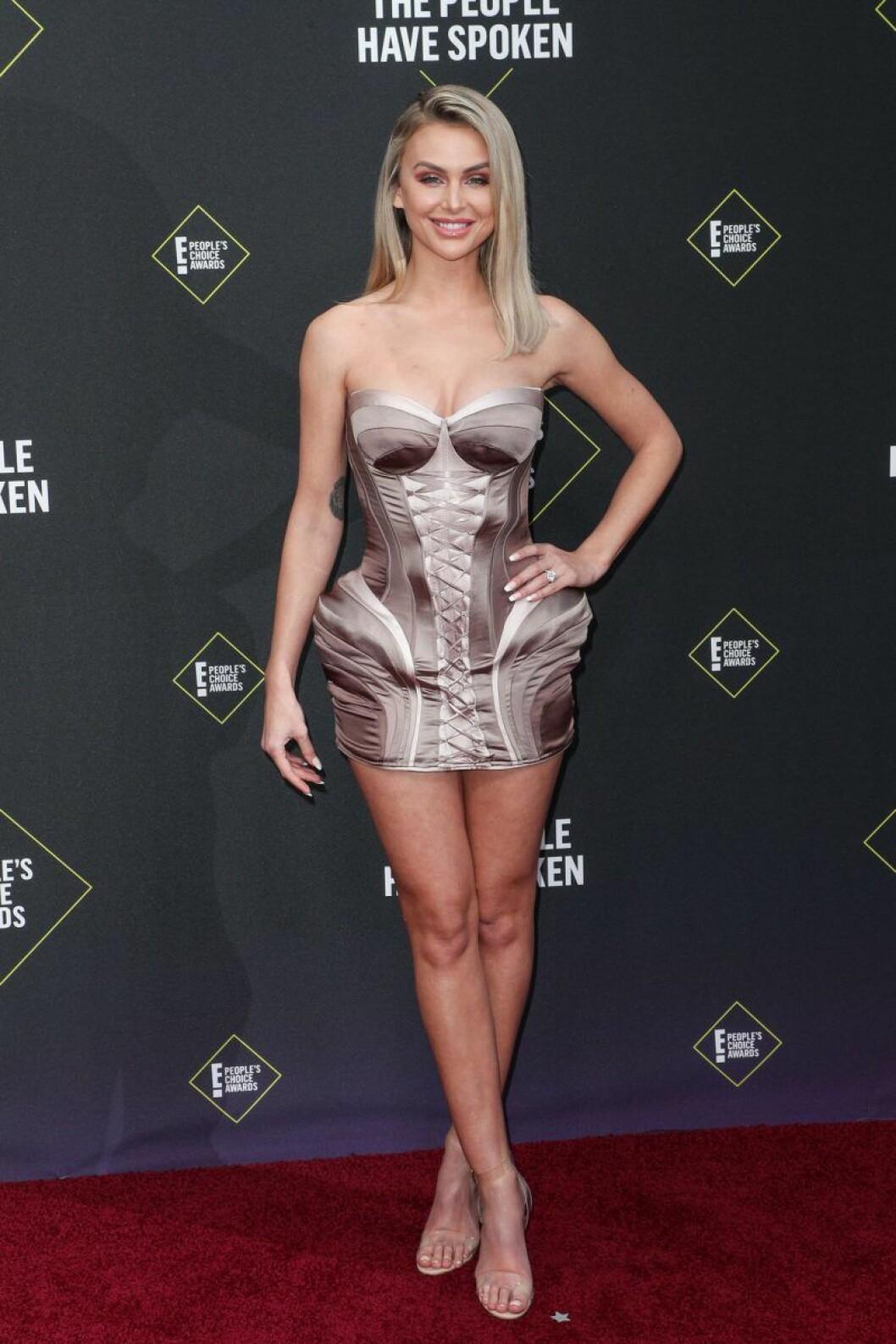 Lala Kent på röda mattan på People's Choice Awards 2019