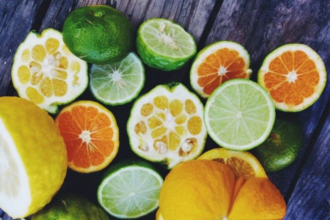 lemons-700x466
