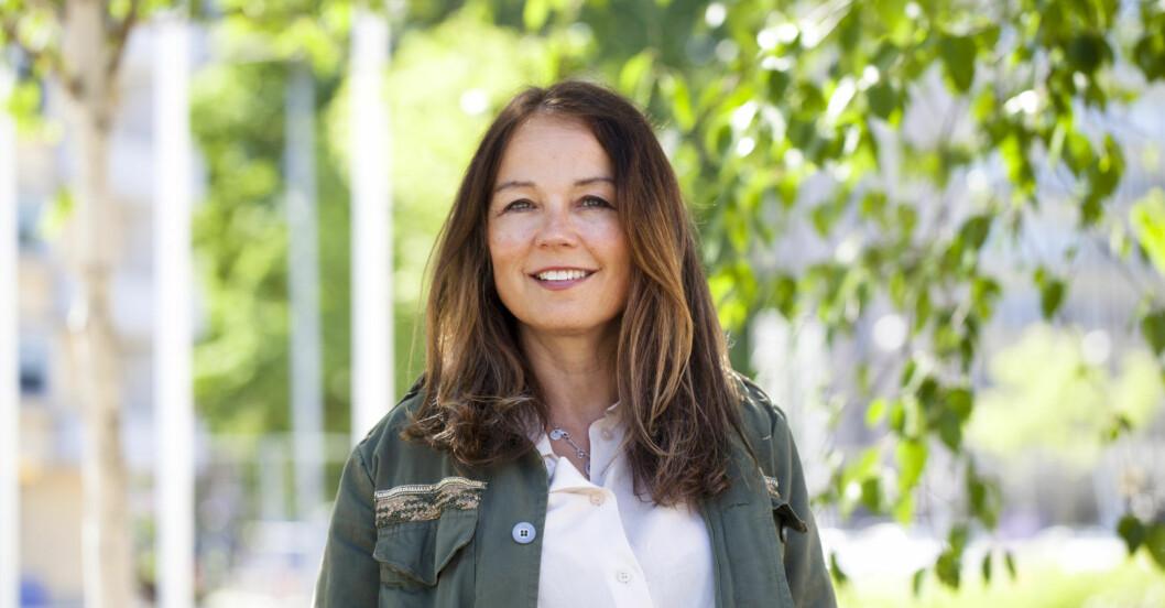 Lena Bivner blev utsatt för psykisk misshandel under fem års tid, i Helvet jag kallade kärlek berättar hon sin historia