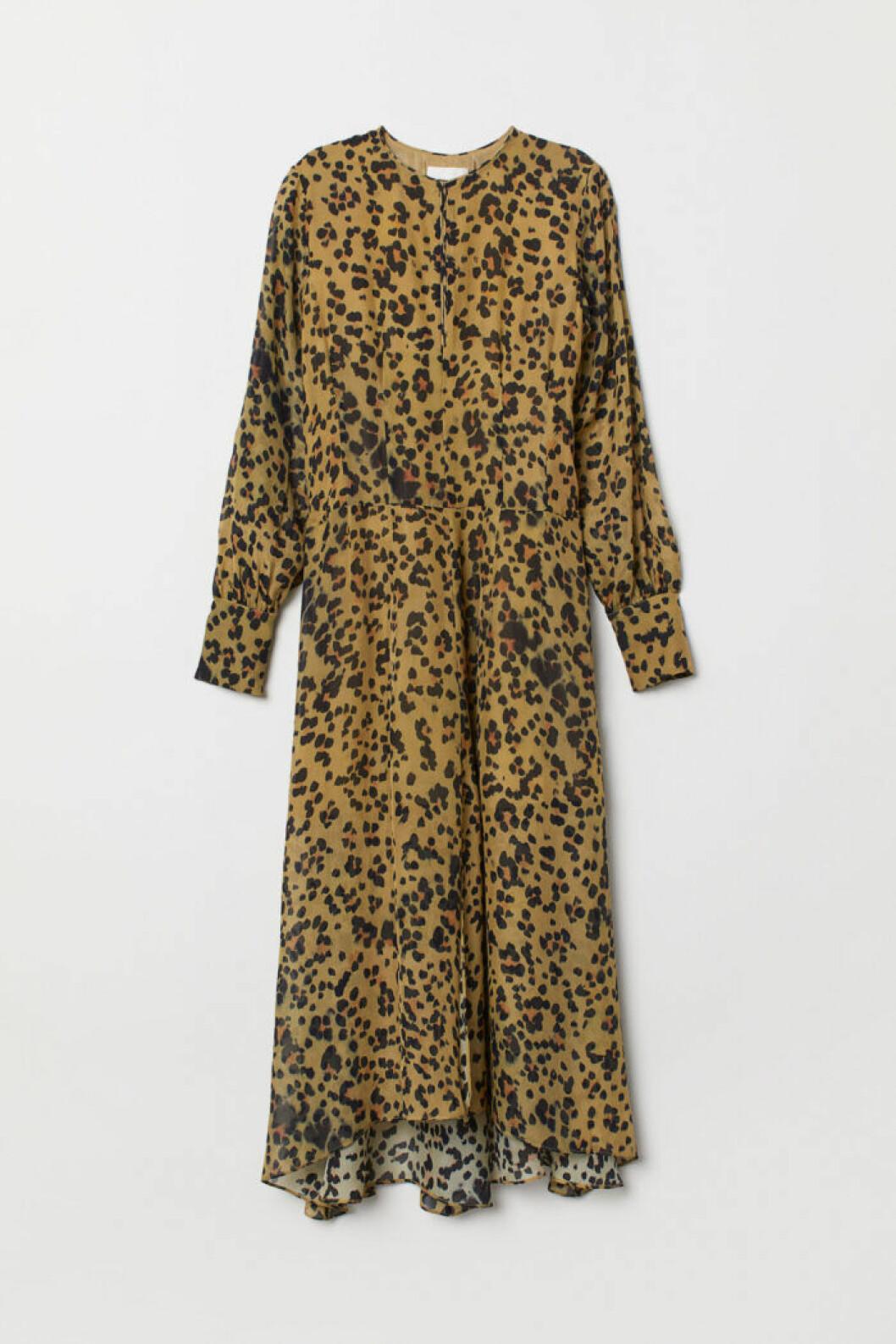 Leopardmönstad klänning