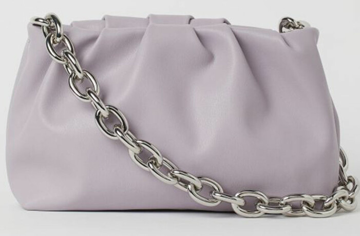 Bottega Veneta The Pouch med kedja, lila variant från H&M
