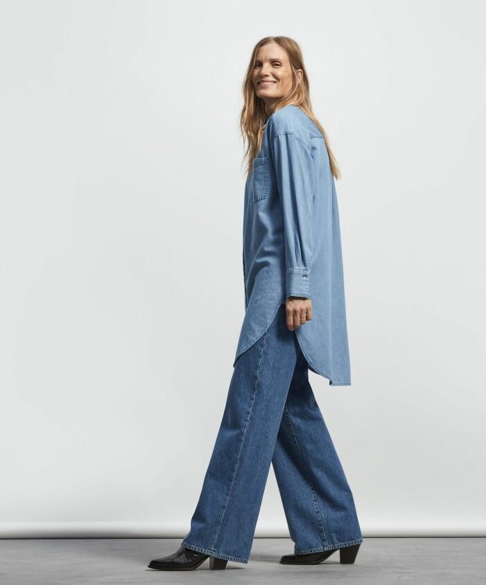 Trendigt matchande set med en jeansskjorta och vida jeans från Lindex