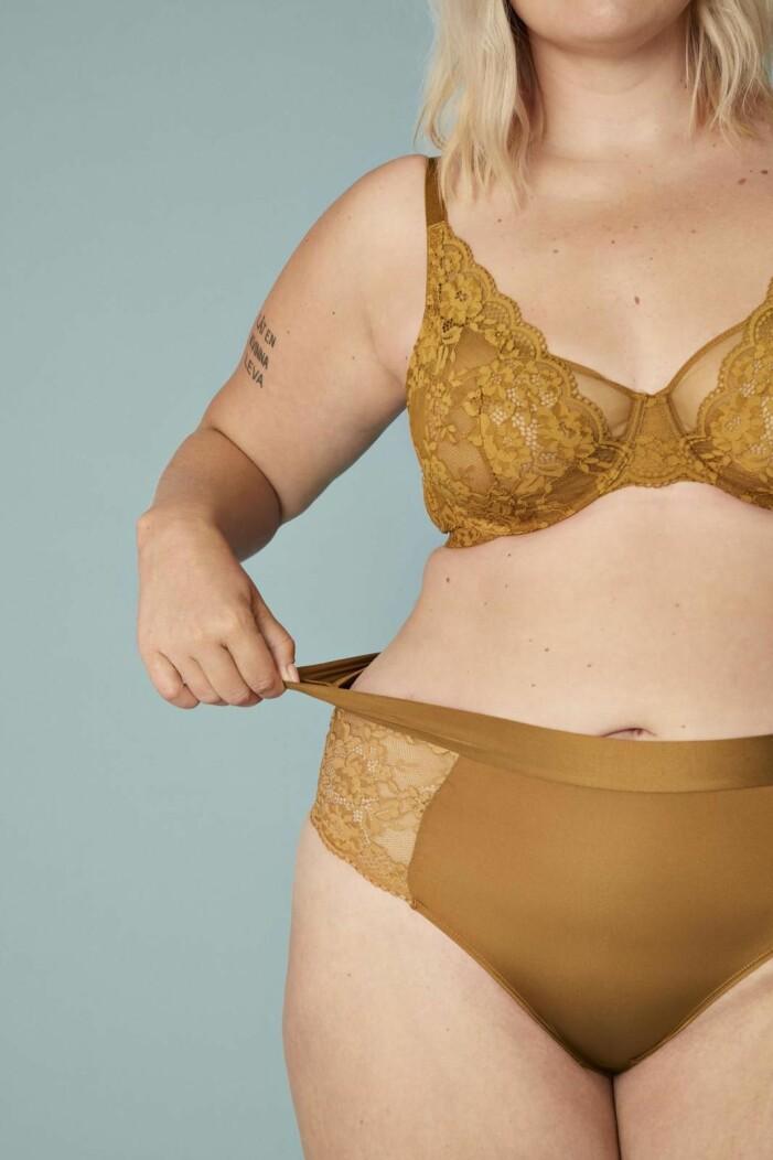Matchande underkläder i senapsgult