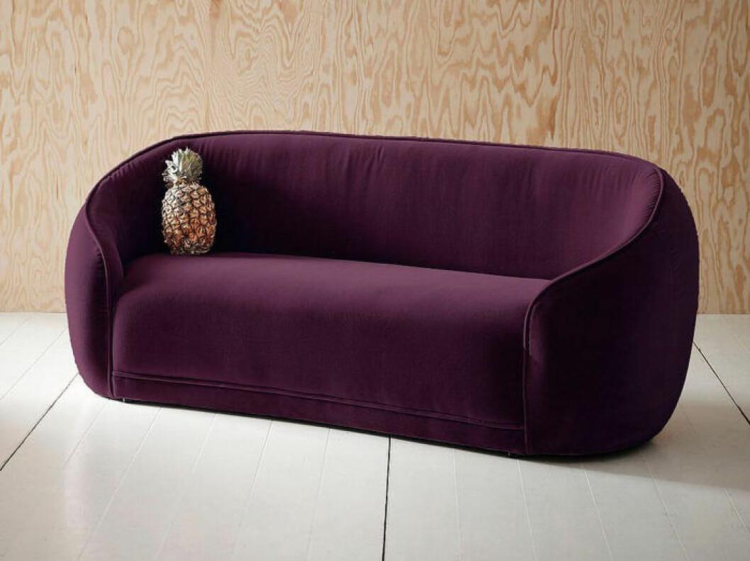 soffa i sammet med runda former för barn
