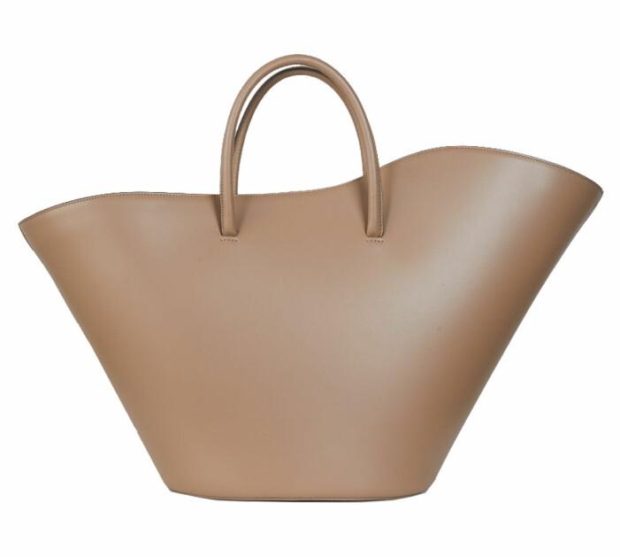 ljusbrun väska i läder i modellen tulip från little liffner