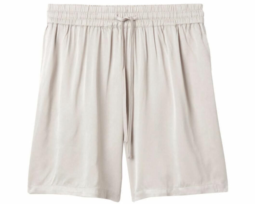 Ljus shorts till sommaren
