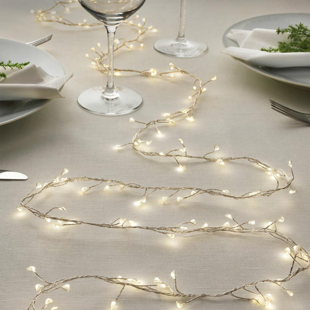 Ljusslinga från Ikea på festligt dukat bord